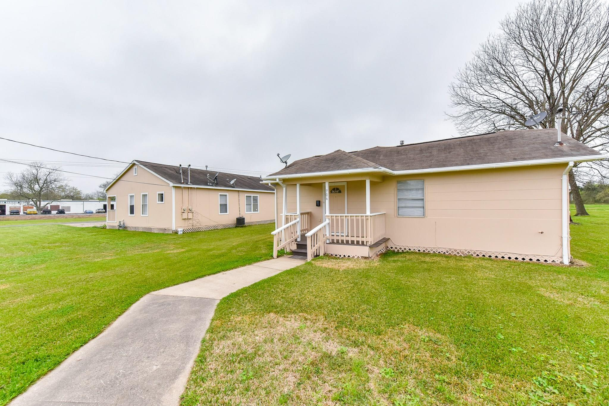 706 Cedar Bayou Road Property Photo - Baytown, TX real estate listing
