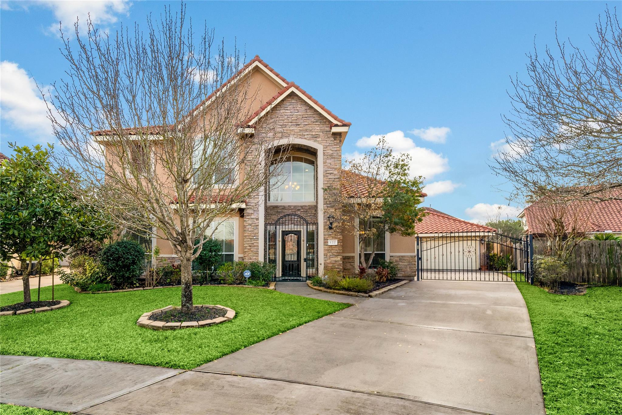 122 Cherry Hills Drive Property Photo - Jersey Village, TX real estate listing