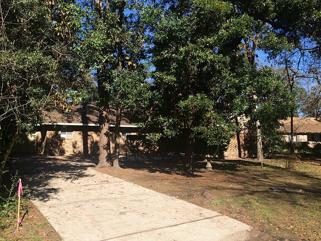 70 Hiwon Drive Property Photo - Panorama Village, TX real estate listing