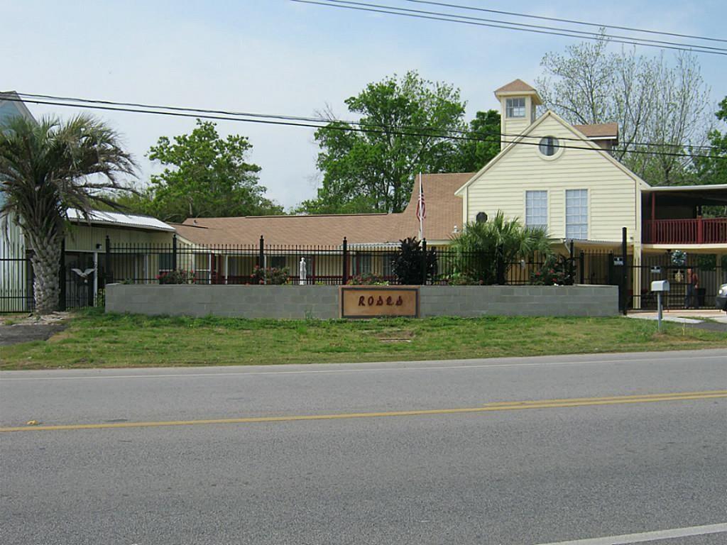 4700 W Bayshore Drive, Bacliff, TX 77518 - Bacliff, TX real estate listing