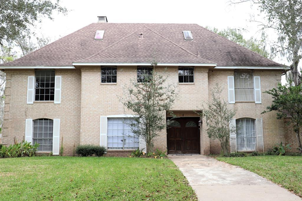 1 Inverness Ln Property Photo - West Columbia, TX real estate listing