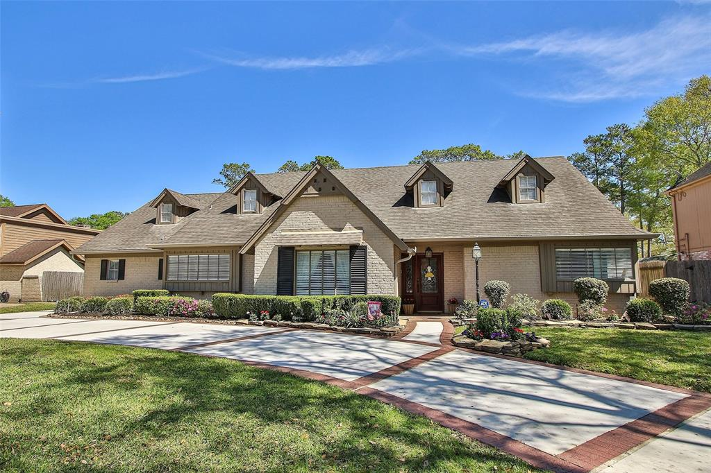 6235 Rolling Water Drive Property Photo - Houston, TX real estate listing