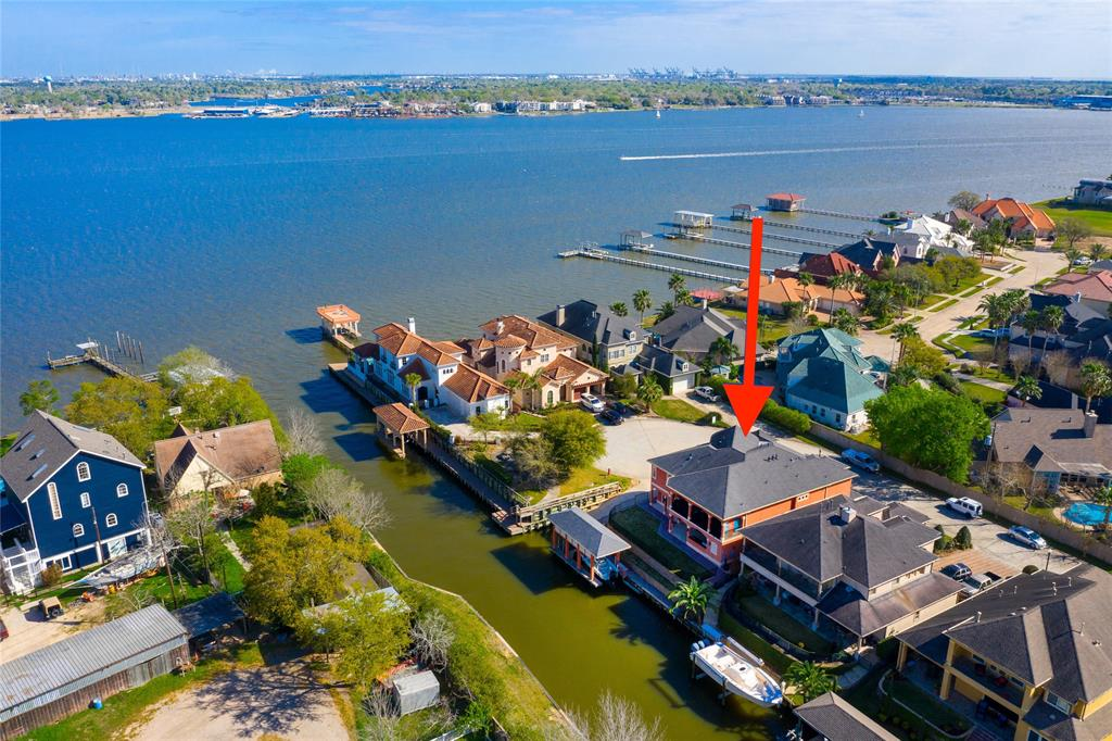 107 Blue Water Way Pvt Property Photo - Kemah, TX real estate listing