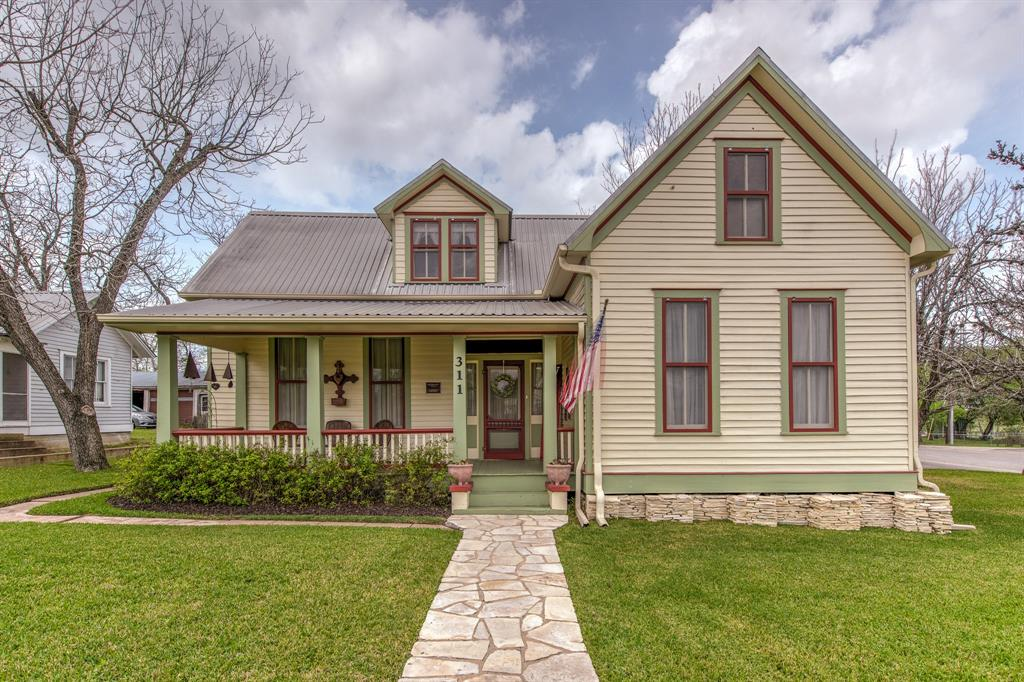 311 E Main Street Property Photo - Fayetteville, TX real estate listing