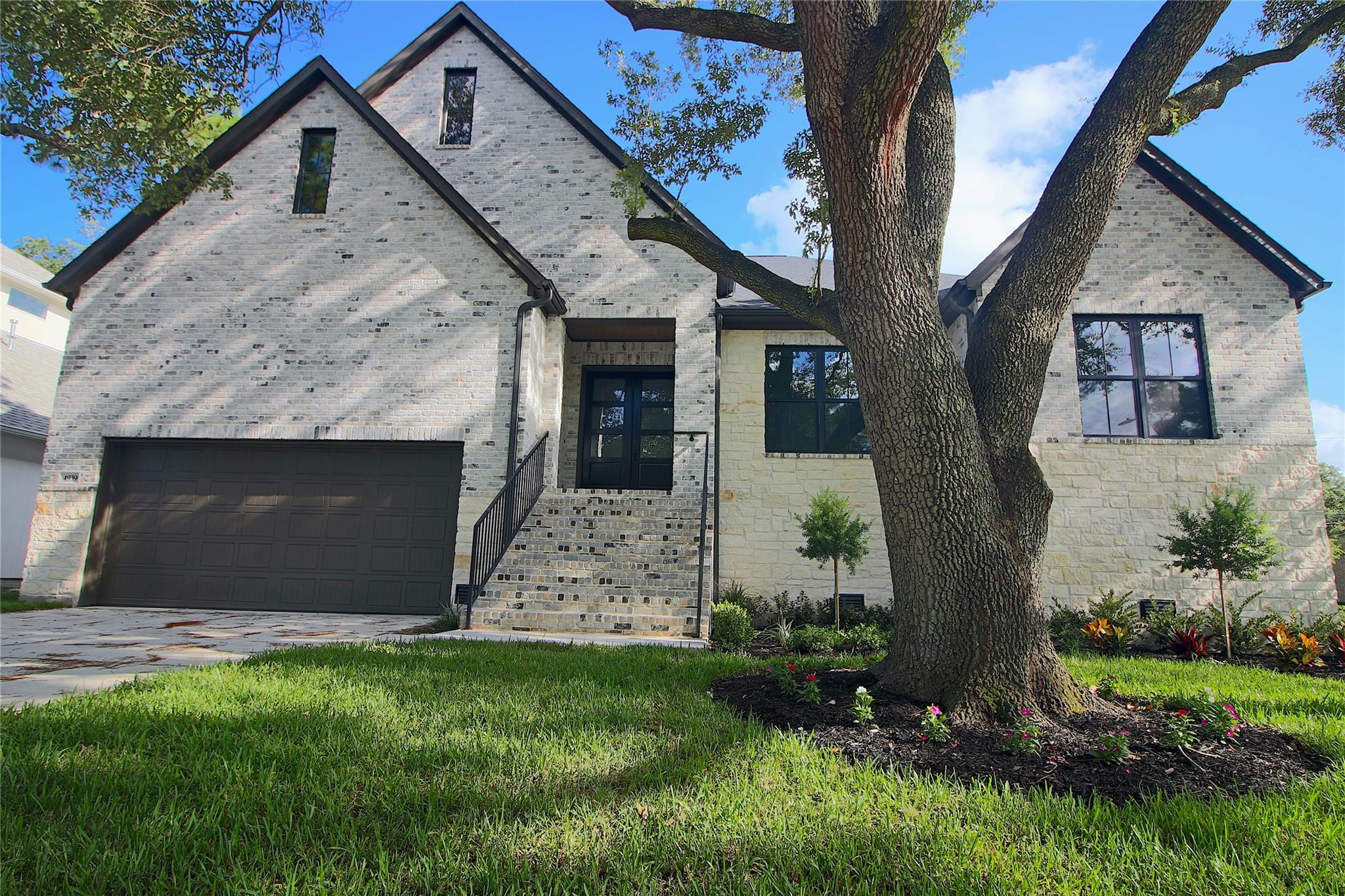 4939 Dumfries Drive Property Photo - Houston, TX real estate listing