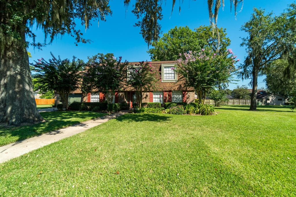 224 W Twin Lakes Boulevard W Property Photo - West Columbia, TX real estate listing