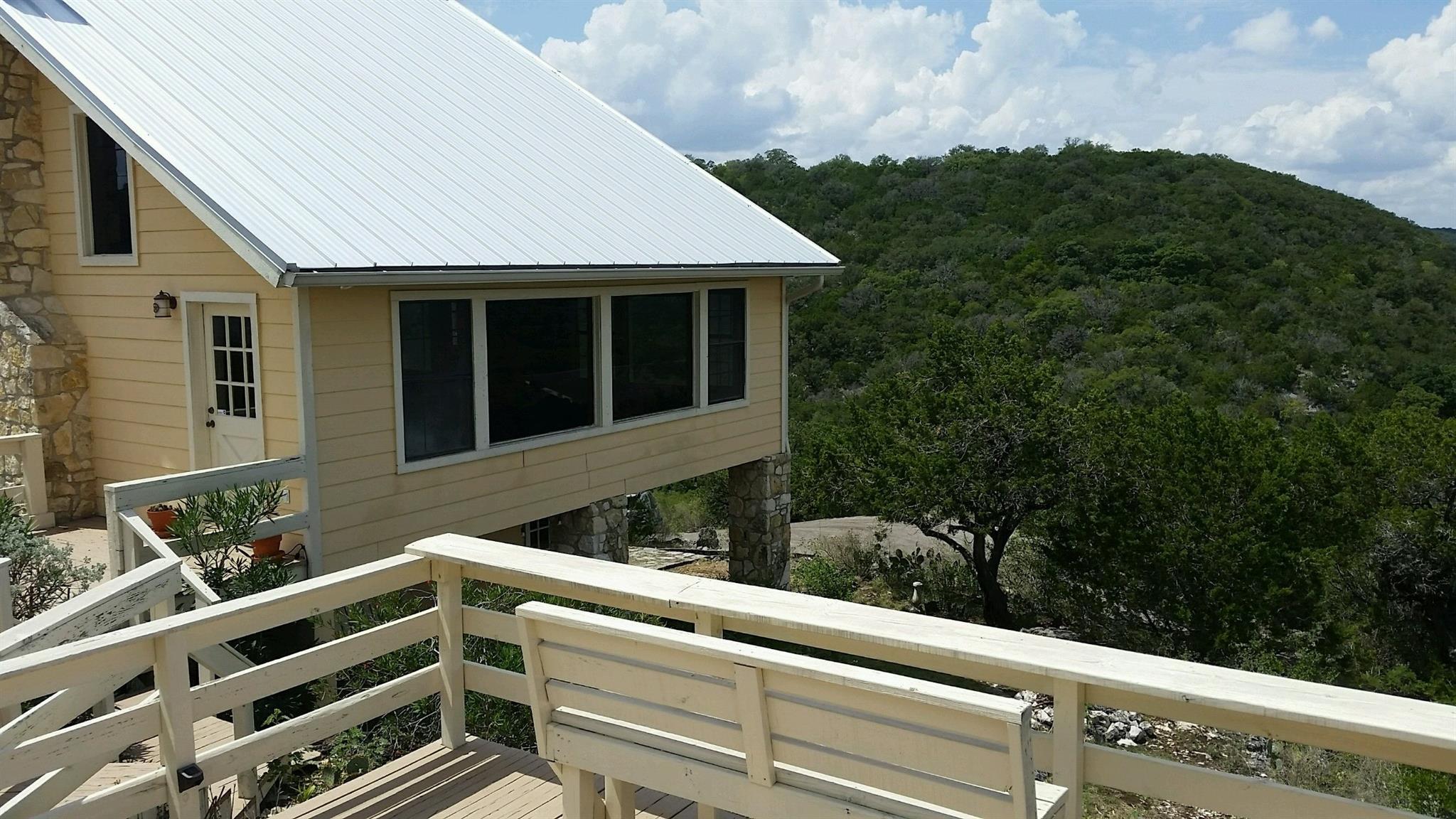 906 Indian Paint Brush Property Photo - Uvalde, TX real estate listing