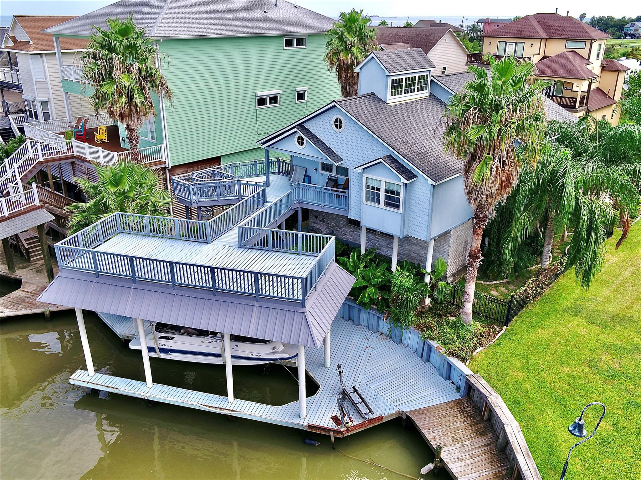 132 Starboard Drive Property Photo - San Leon, TX real estate listing