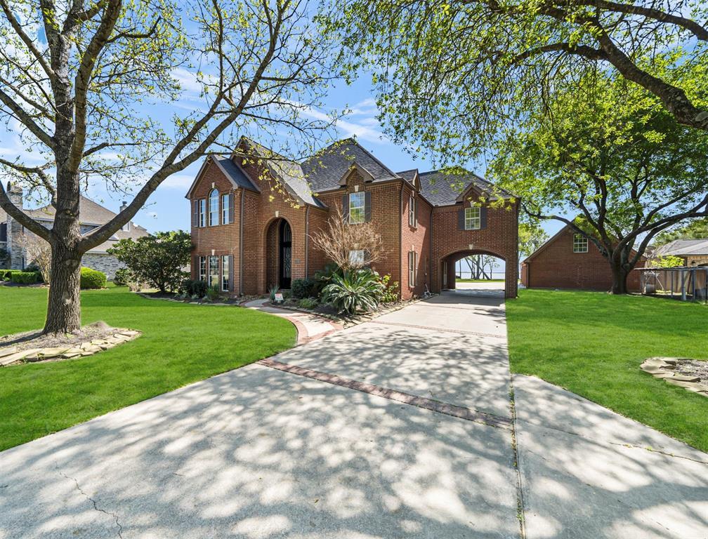 6918 Plantation Drive Property Photo - Baytown, TX real estate listing