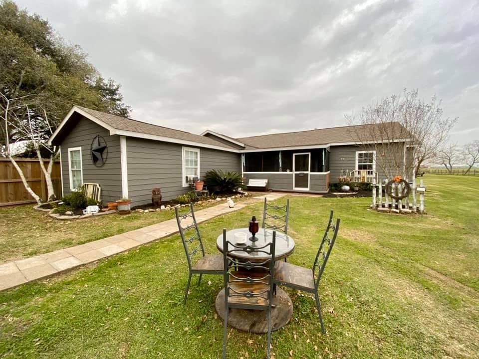 1611 Bayou Drive, Bay City, TX 77414 - Bay City, TX real estate listing