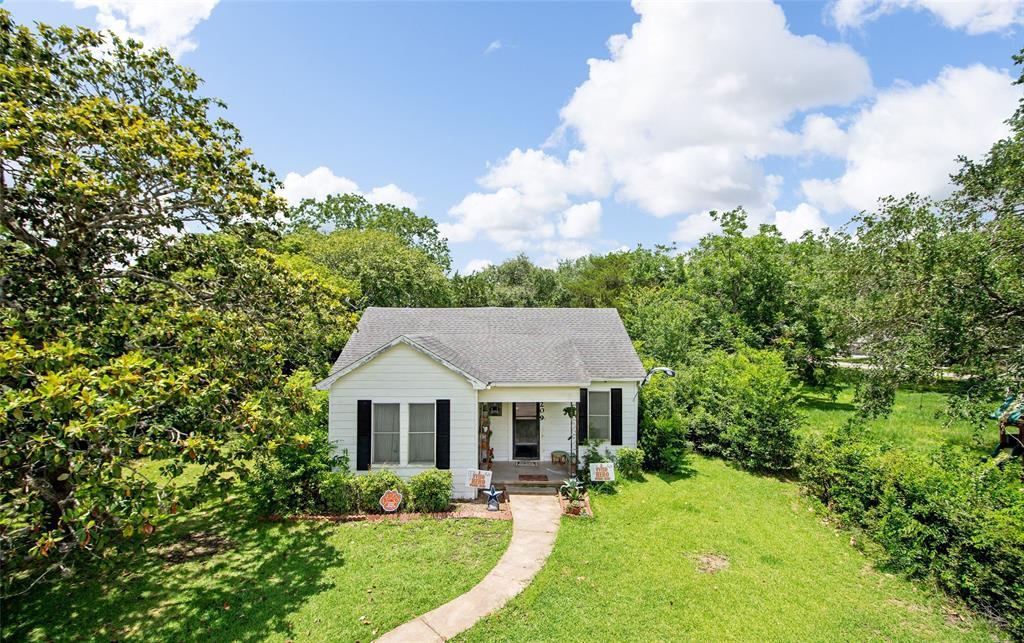 209 Avenue H Property Photo - Van Vleck, TX real estate listing