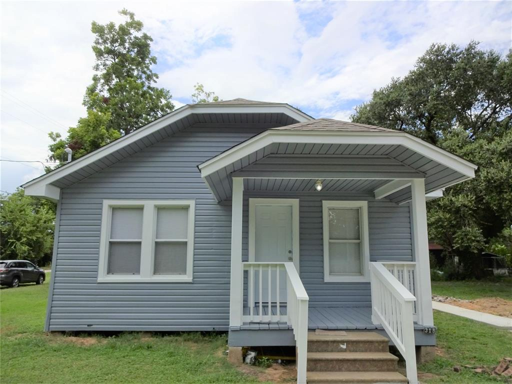 318 E Live Oak, Hungerford, TX 77448 - Hungerford, TX real estate listing