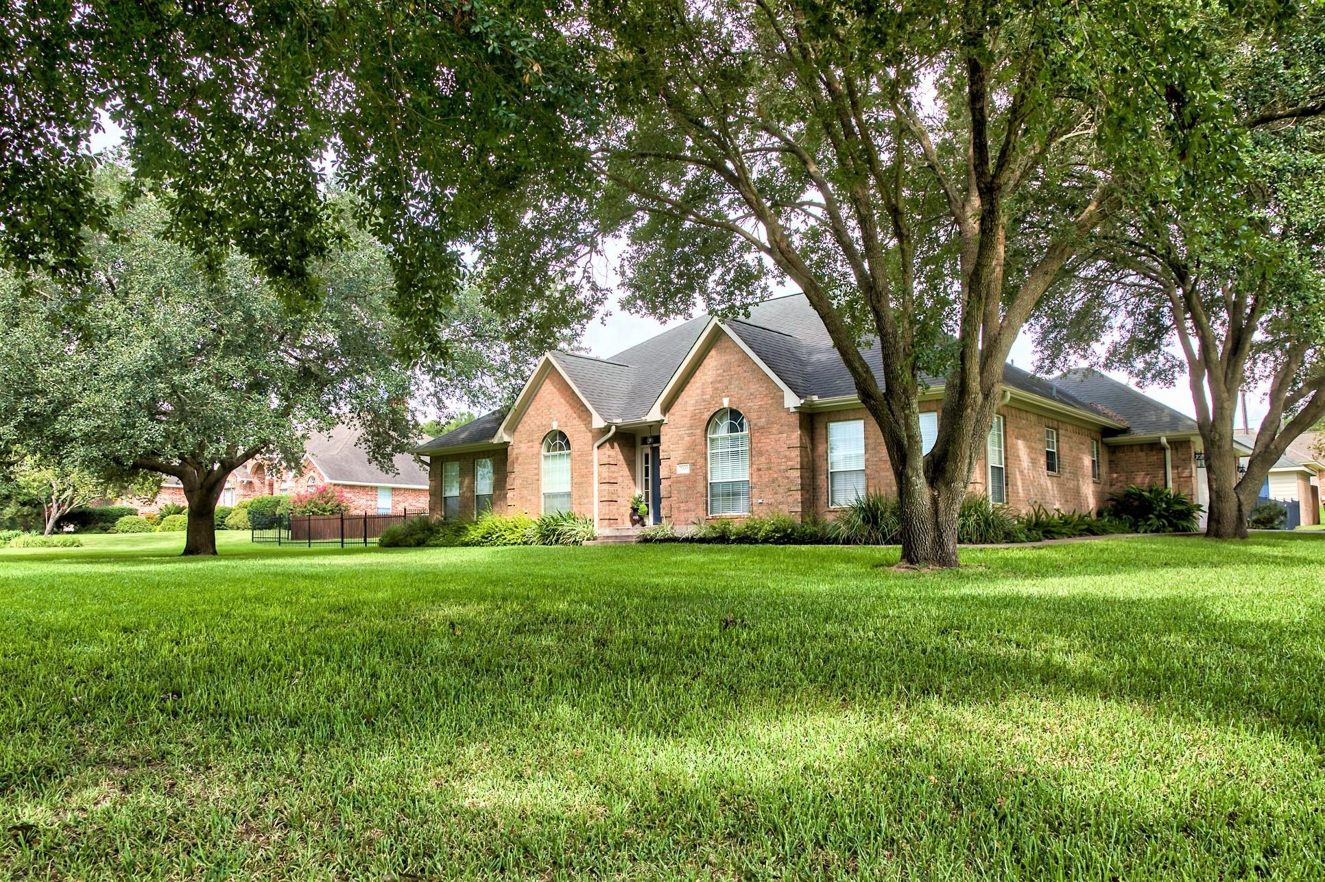 2900 Shadow Lawn Street Property Photo - Brenham, TX real estate listing