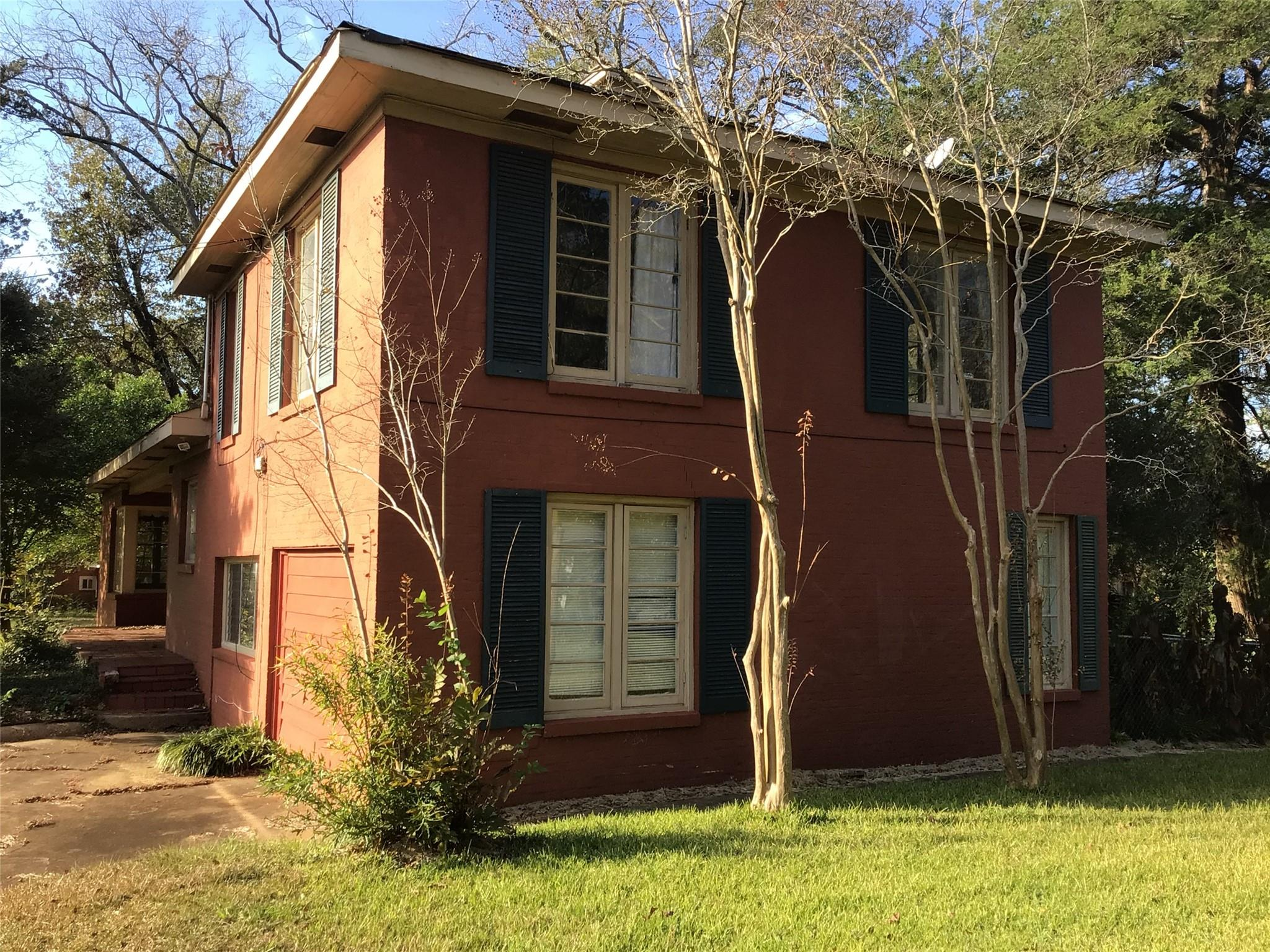 409 Main Street E Property Photo - San Augustine, TX real estate listing