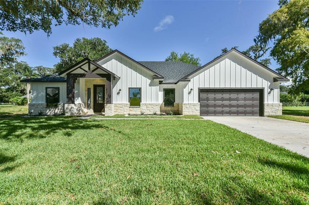 406 Burning Tree Lane Property Photo - West Columbia, TX real estate listing