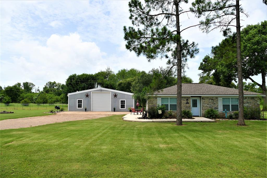 215 Little Dogie Road Property Photo - Simonton, TX real estate listing