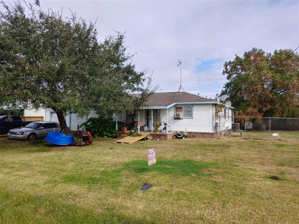4335 Seabreeze Street Property Photo - Liverpool, TX real estate listing