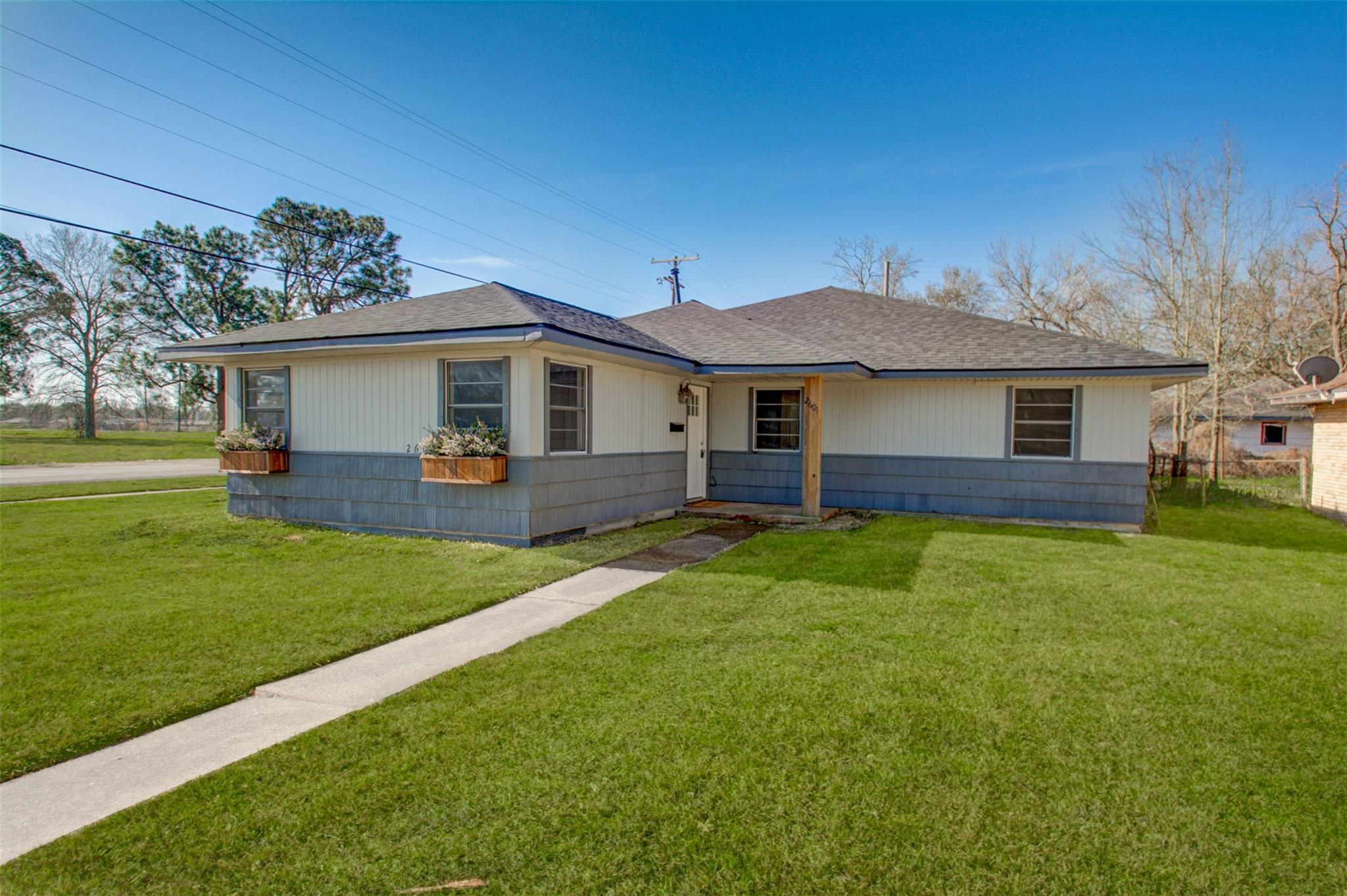 2601 Graves Avenue Property Photo
