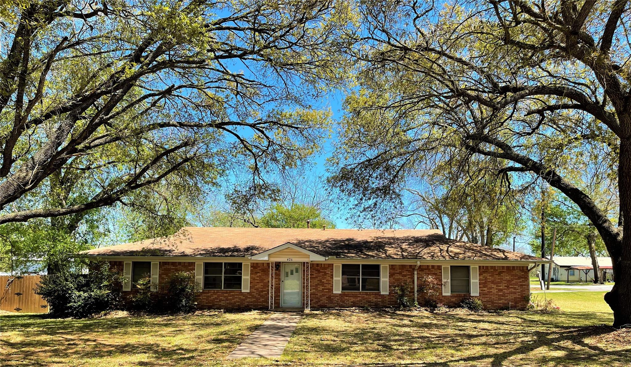 426 N Mount Street Property Photo - Fairfield, TX real estate listing