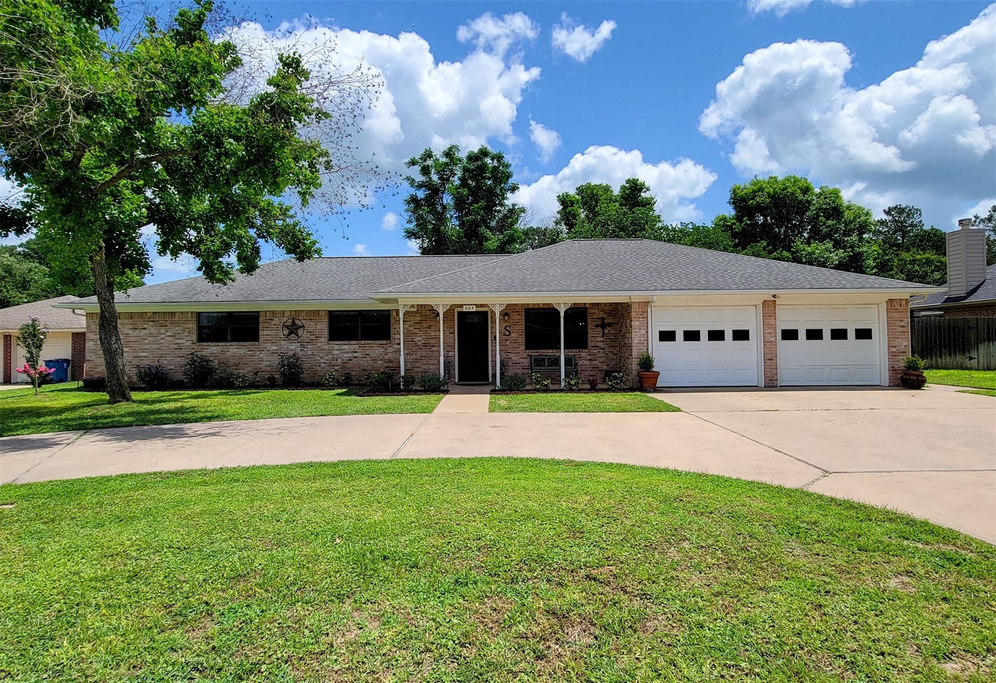 207 Briar Ridge Drive Property Photo 1