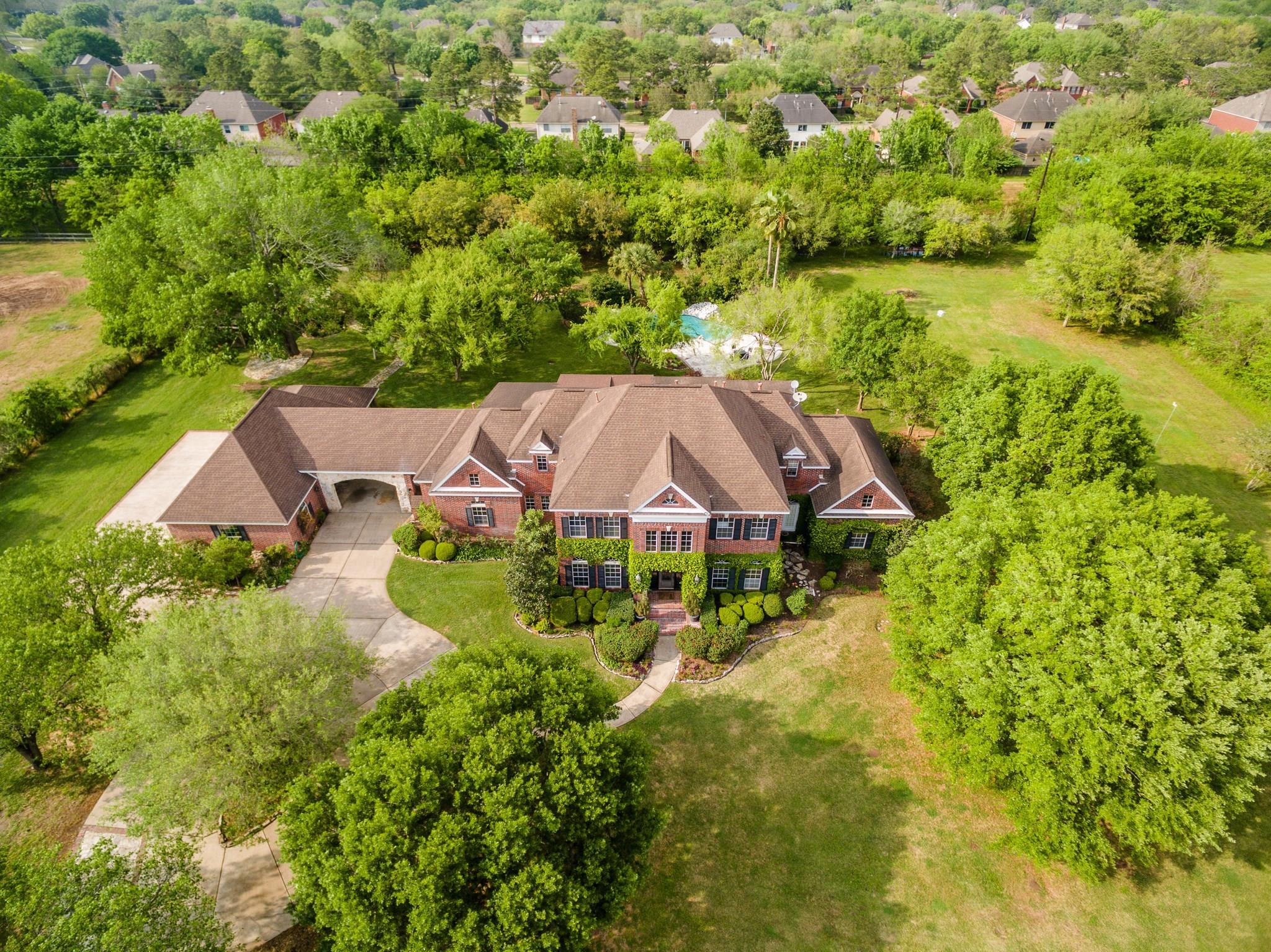 4015 Maranatha Drive Property Photo - Sugar Land, TX real estate listing