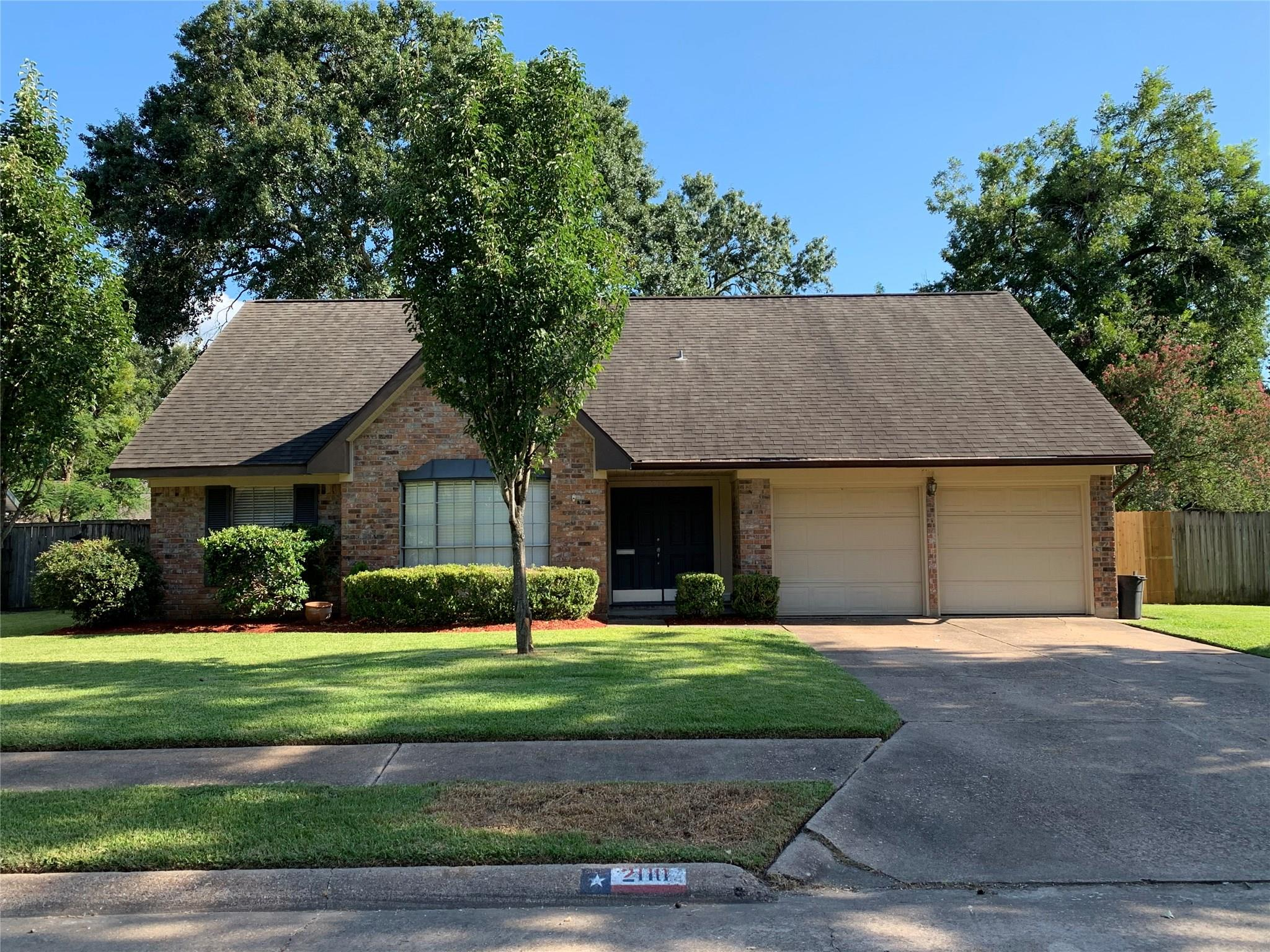 2110 N Fisher Court Property Photo - Pasadena, TX real estate listing