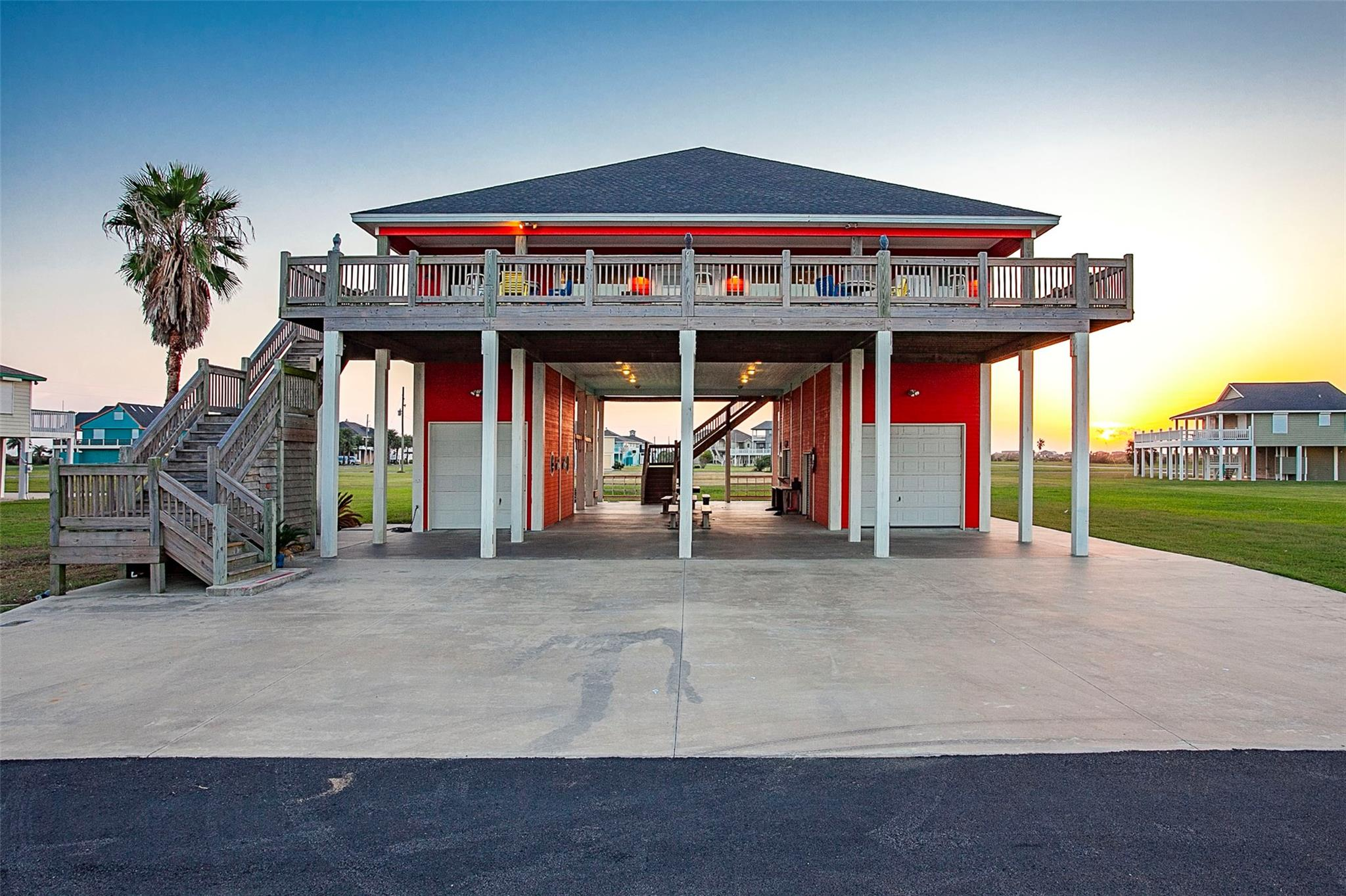 809 Casa Drive Property Photo - Crystal Beach, TX real estate listing