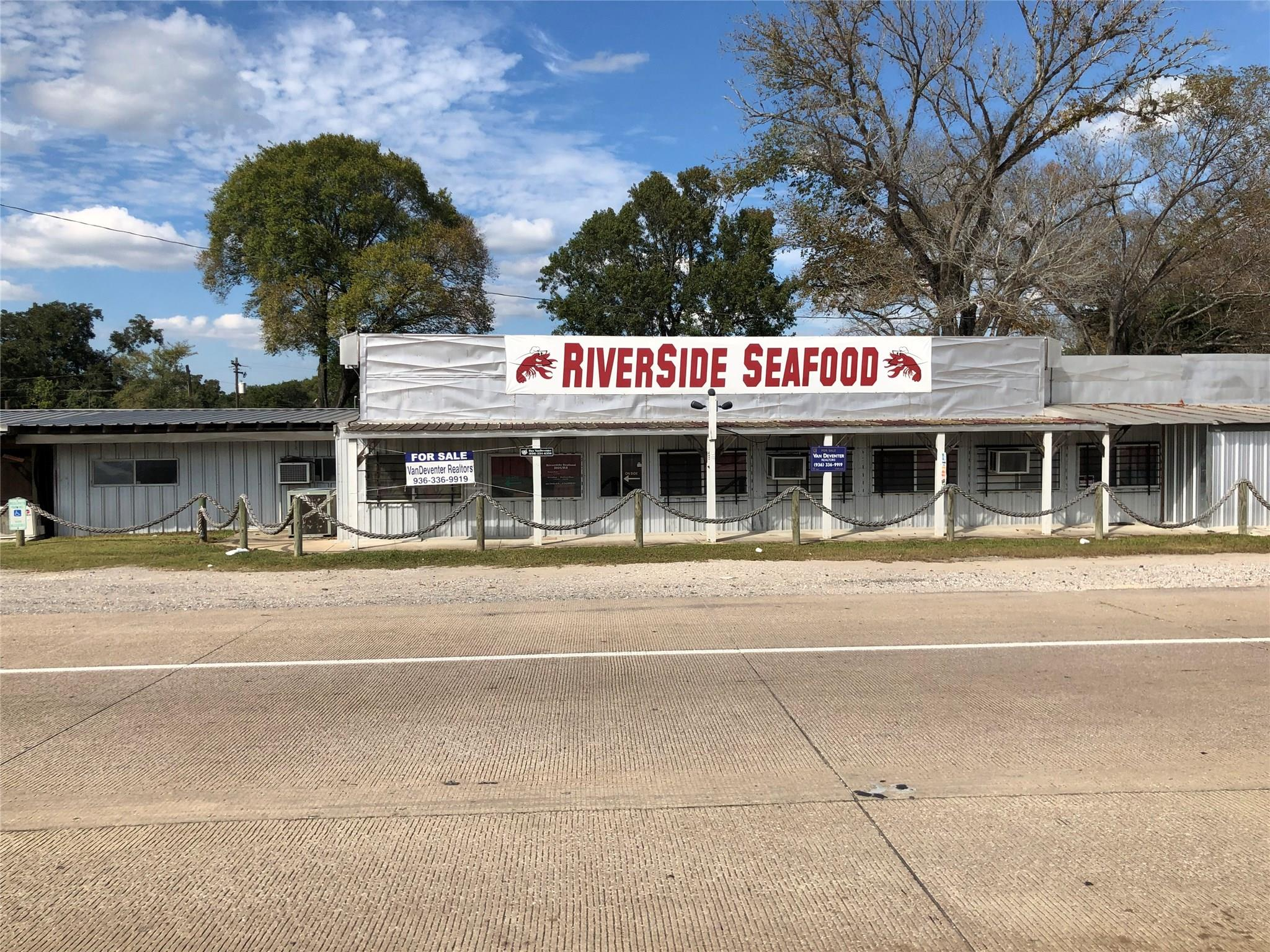 439 Highway 90 Property Photo - Liberty, TX real estate listing