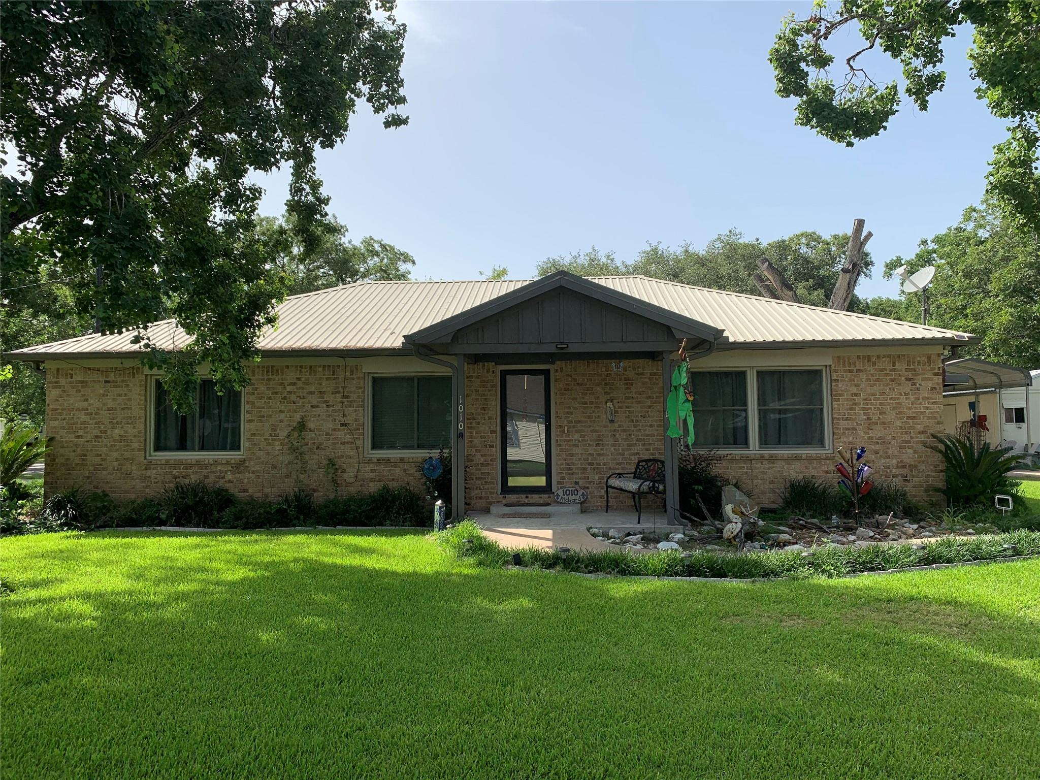 1010 2nd Street Property Photo - Louise, TX real estate listing