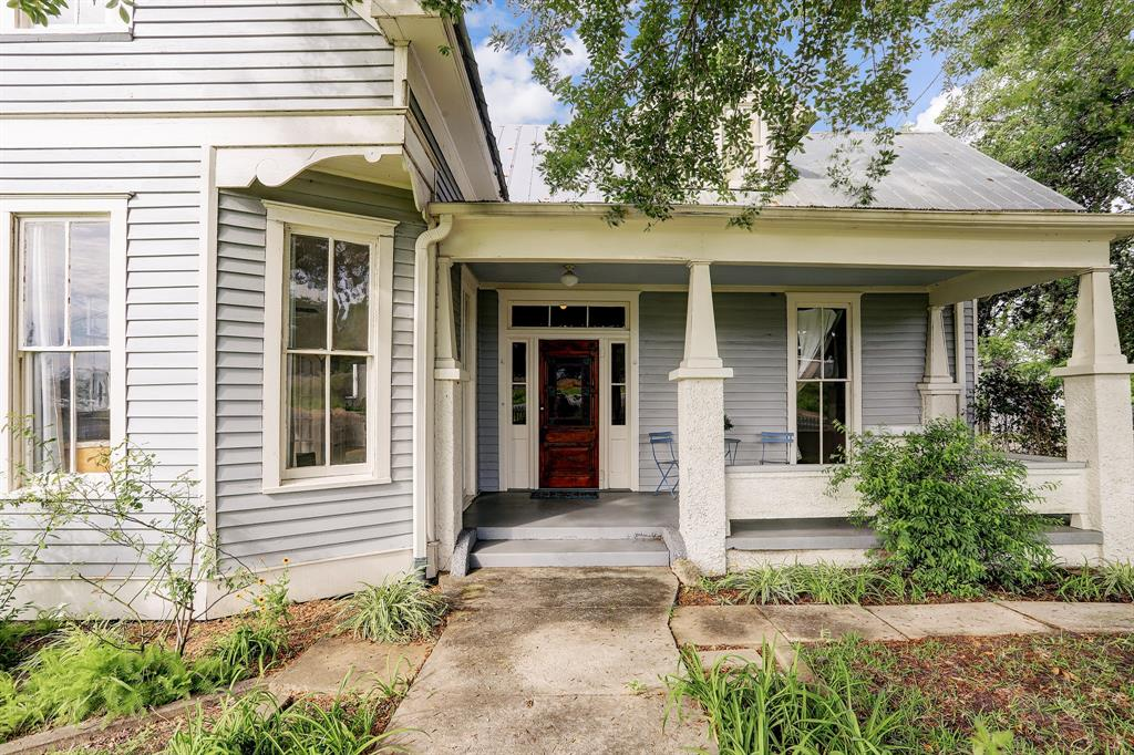 105 S Rusk Street Property Photo - Fayetteville, TX real estate listing