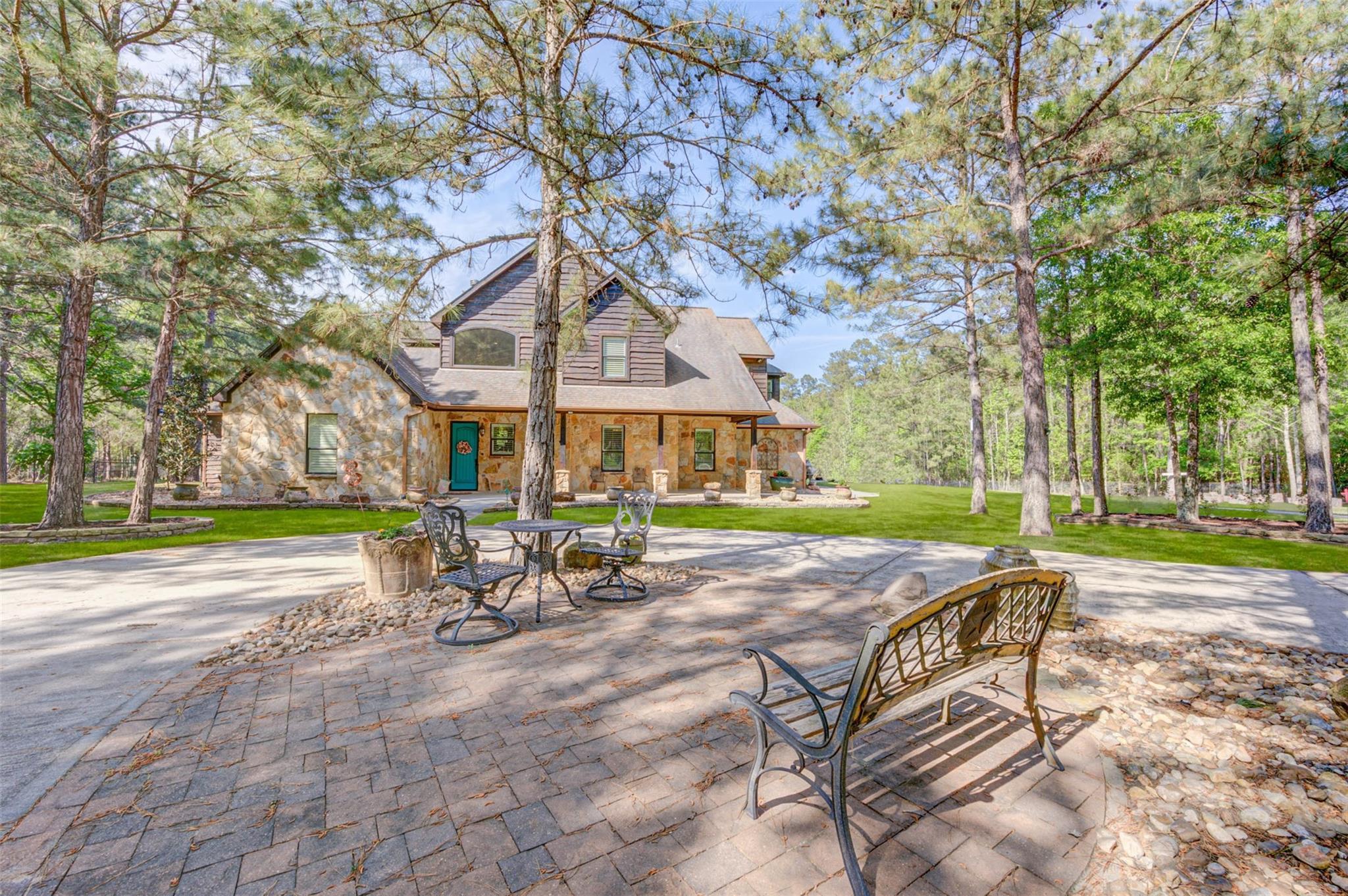 1175 Hunters Creek Way Property Photo - Hockley, TX real estate listing
