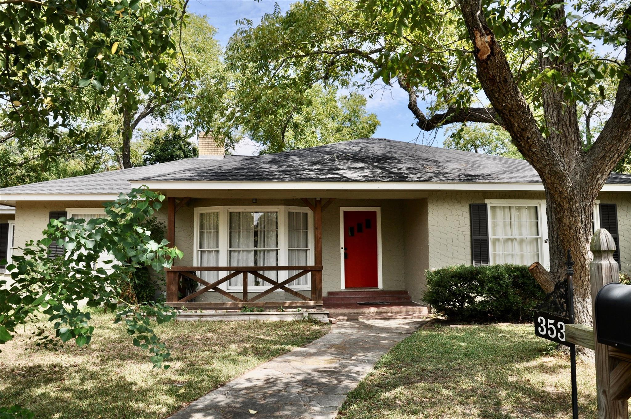 353 S College Street Property Photo