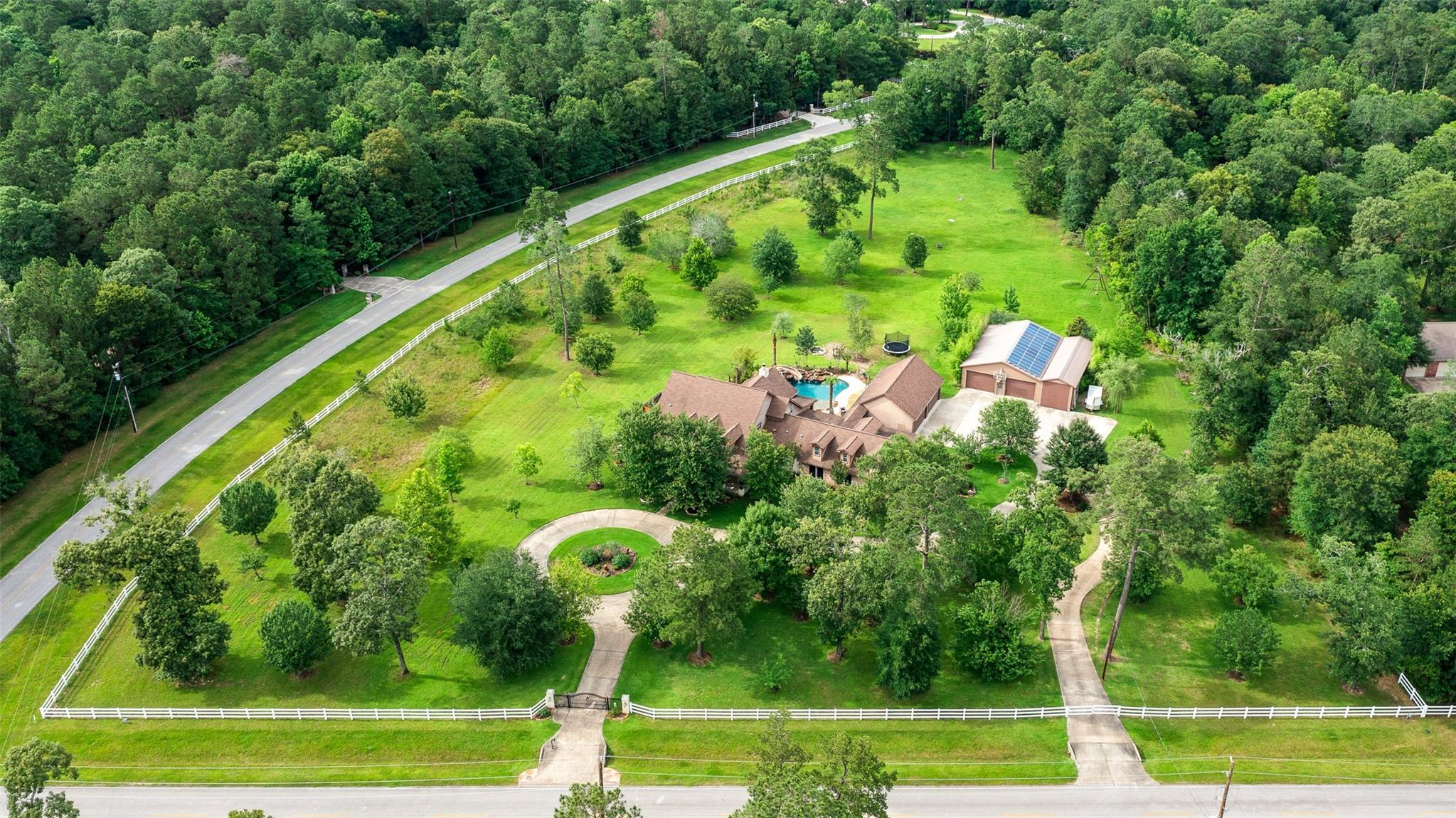 10972 Lake Forest Drive Property Photo