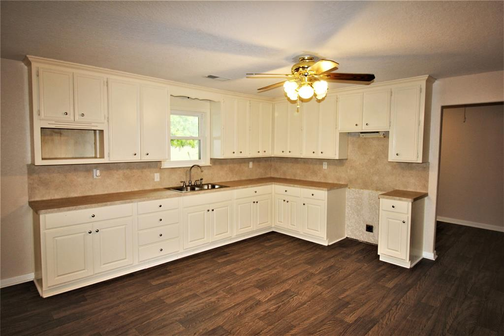 9433 County Road 153 Property Photo - Boling, TX real estate listing
