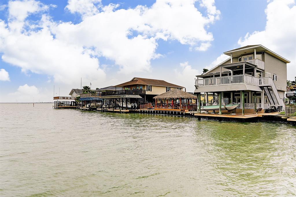 403 Tahiti Road, Tiki Island, TX 77554 - Tiki Island, TX real estate listing