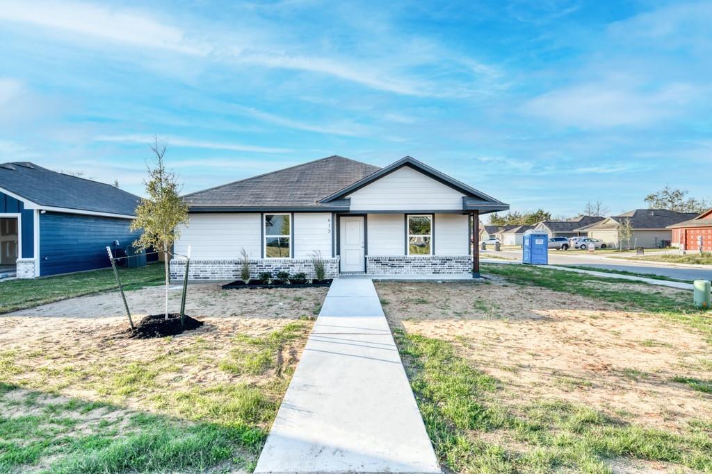 913 Northcrest Drive Property Photo - Bryan, TX real estate listing
