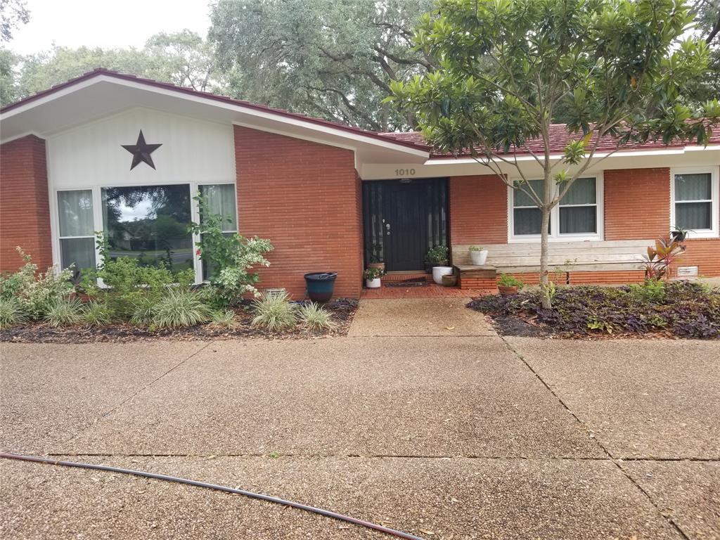 1010 6th St Street, Bay City, TX 77414 - Bay City, TX real estate listing