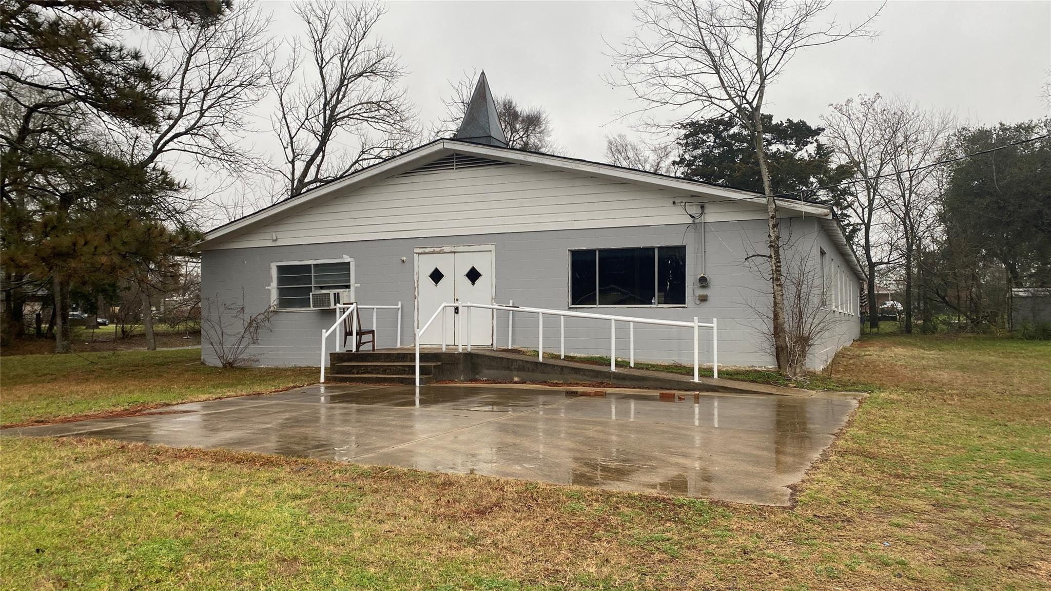 300 Waco Street Property Photo