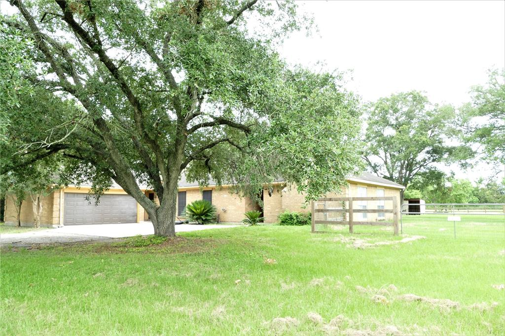 7138 Highway 60 Property Photo - Wallis, TX real estate listing