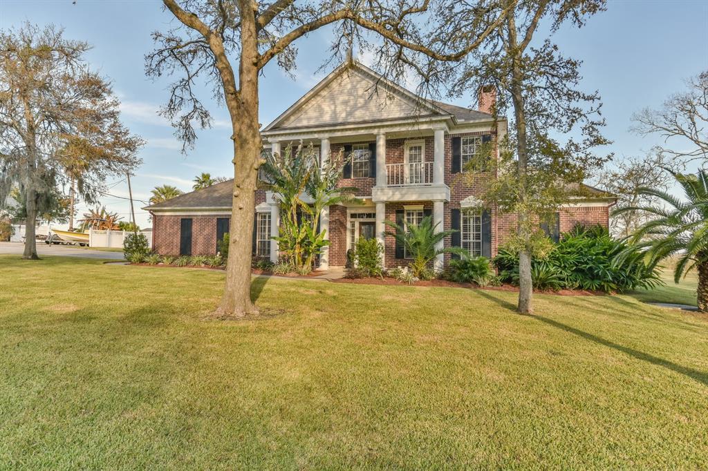 1518 Pirates Run Property Photo - Baytown, TX real estate listing