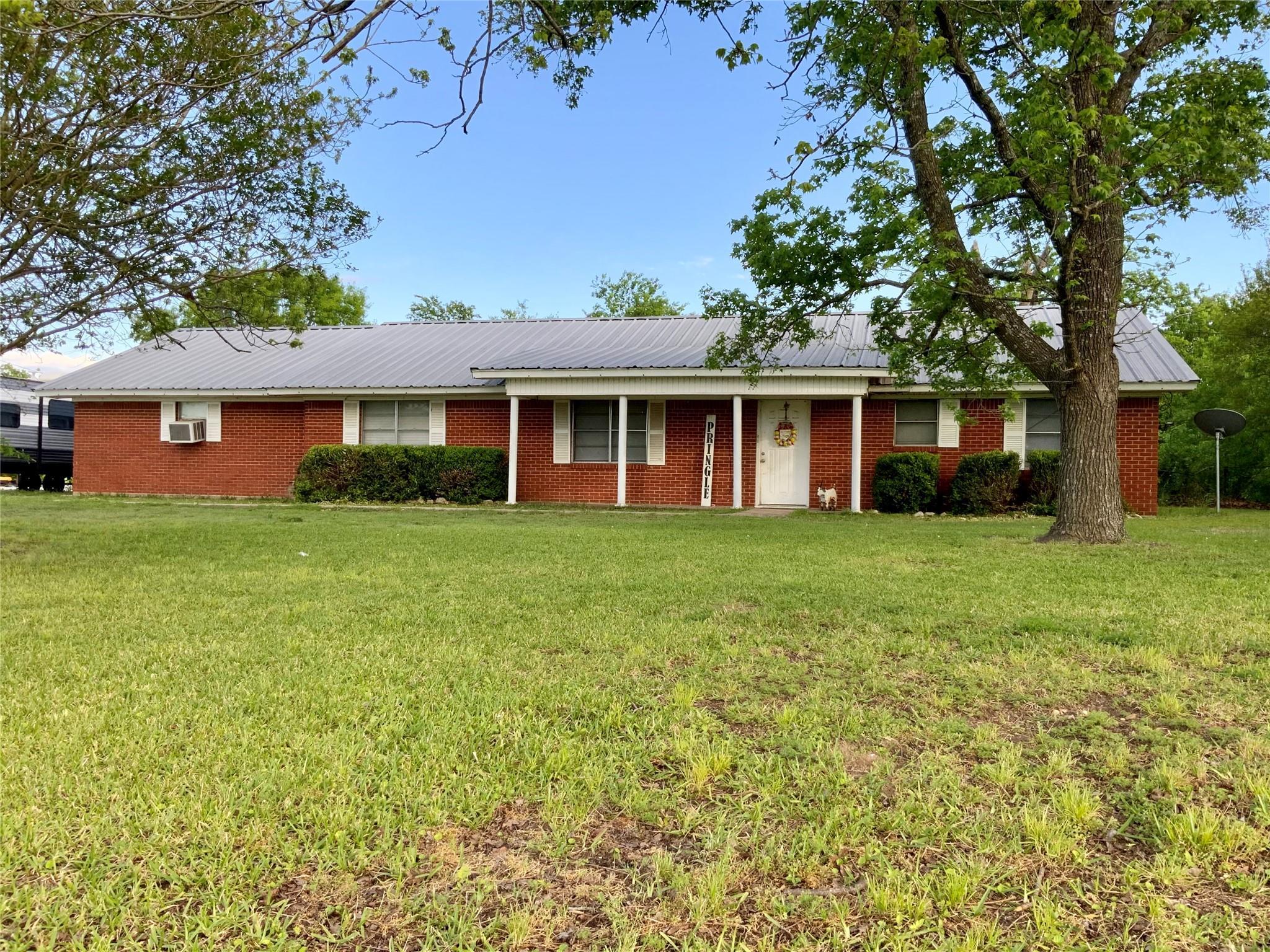 812 N Tyus Street Property Photo - Groesbeck, TX real estate listing