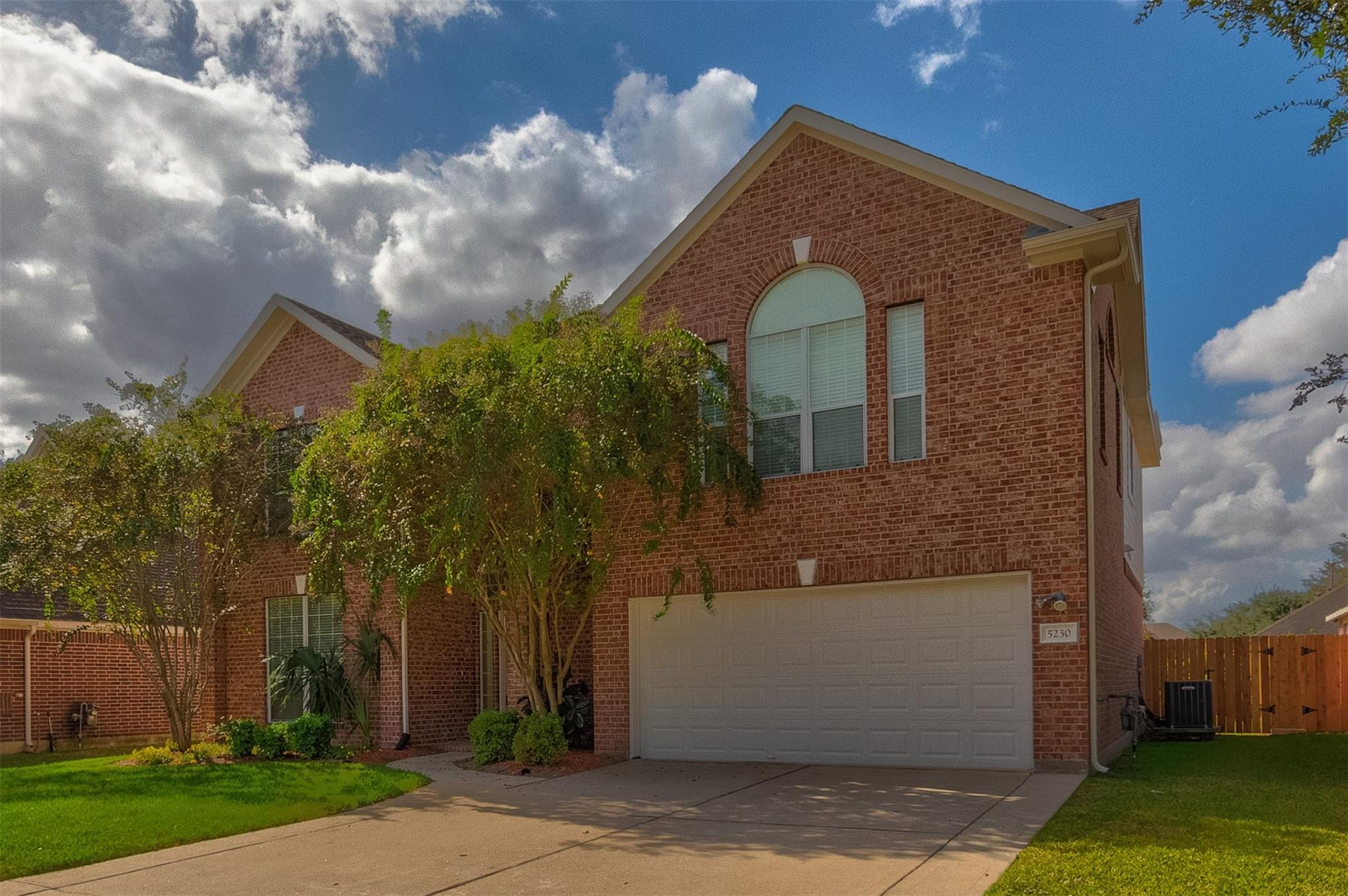 5230 Laura Lee Lane Property Photo - Pasadena, TX real estate listing