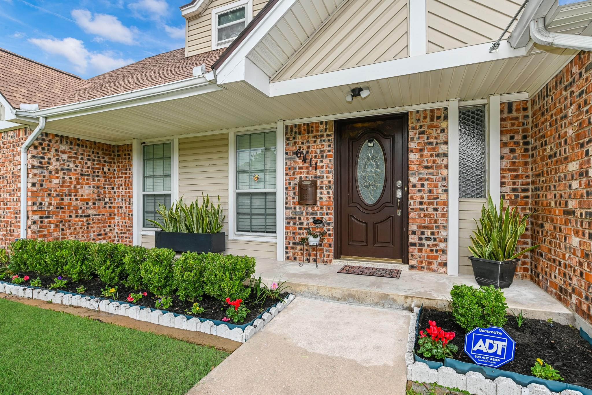 6411 Lugary Drive Property Photo - Houston, TX real estate listing