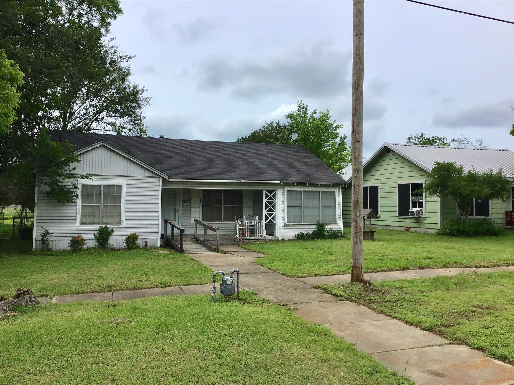 307 S Rusk Street Property Photo
