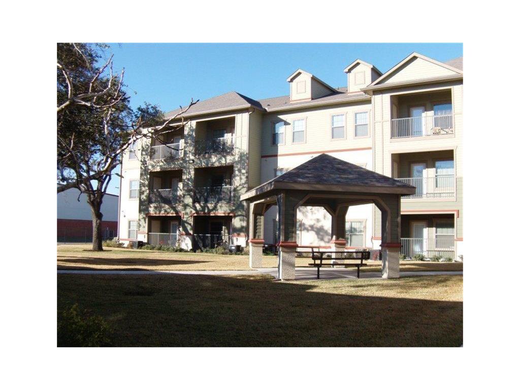 200 W Yoakum Avenue Property Photo - Kingsville, TX real estate listing