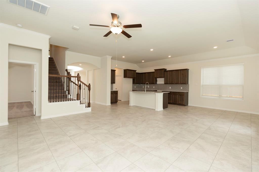 9306 Spanish Hills Drive Property Photo - Baytown, TX real estate listing