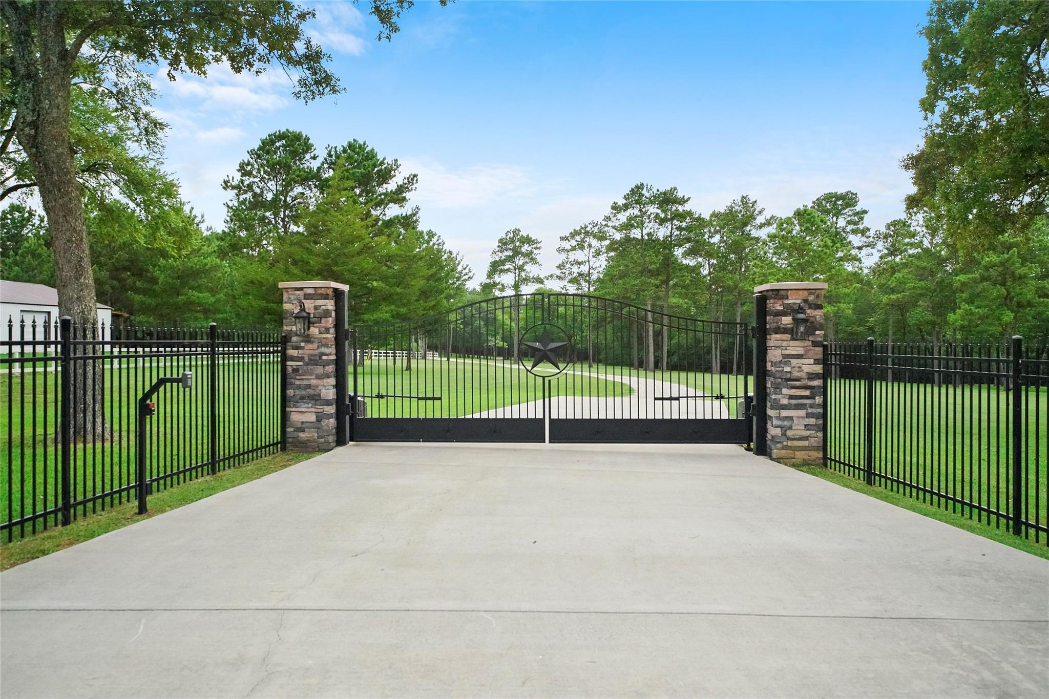 2280 Spring Branch Road Property Photo - Montgomery, TX real estate listing