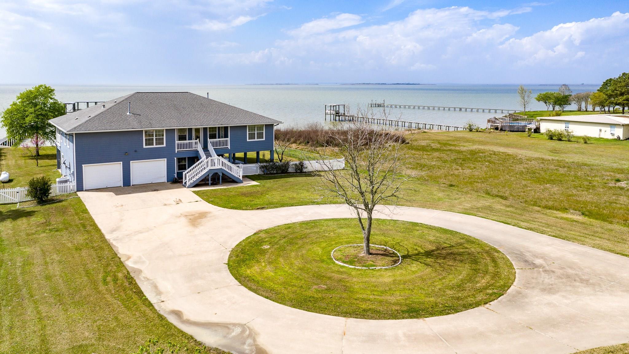 4401 W Bayshore Road Property Photo - Anahuac, TX real estate listing