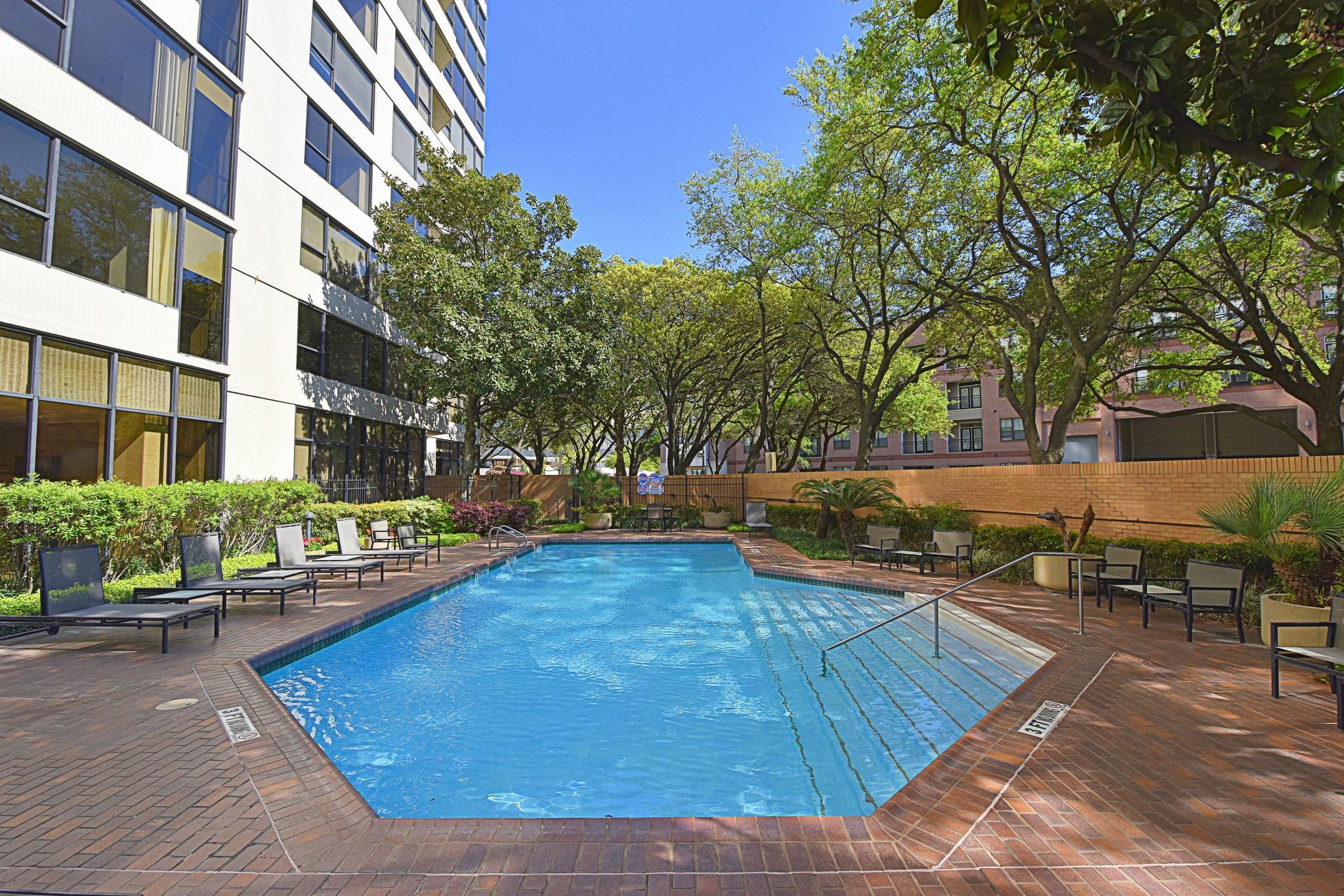 15 Greenway Plaza #19a Property Photo