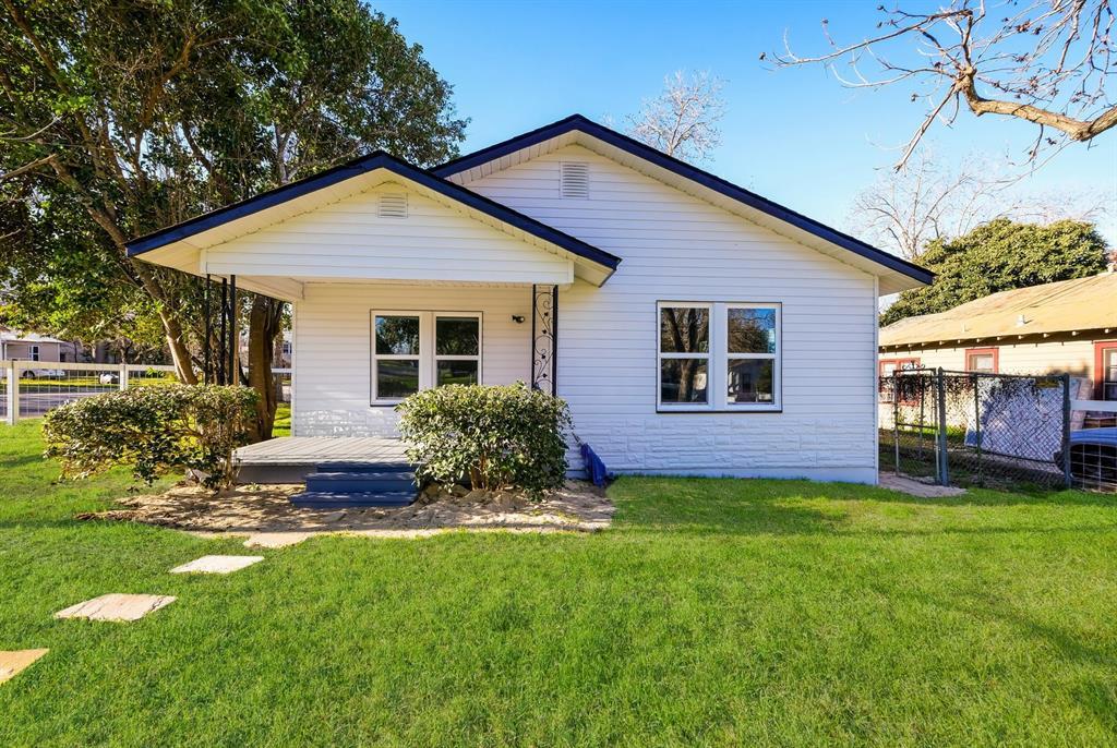 290 S Mesquite Avenue, New Braunfels, TX 78130 - New Braunfels, TX real estate listing